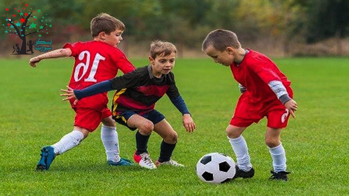 ألعاب الكرة سواء كرة قدم أو يد أو طائرة لعبة عائلية
