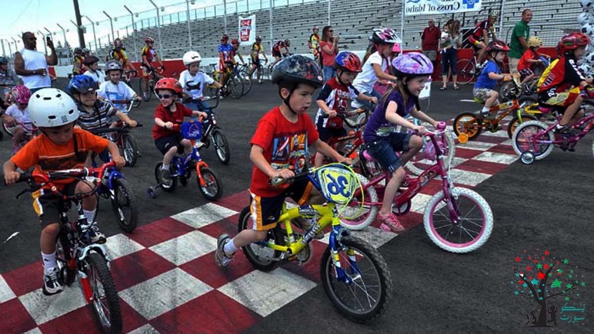 ركوب الدراجة والعاب رياضية للاطفال