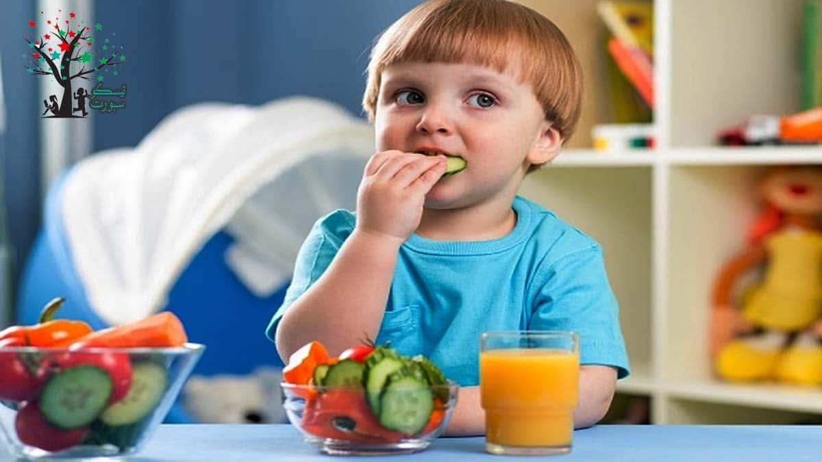 كيفية تقديم الطعام لطفلك