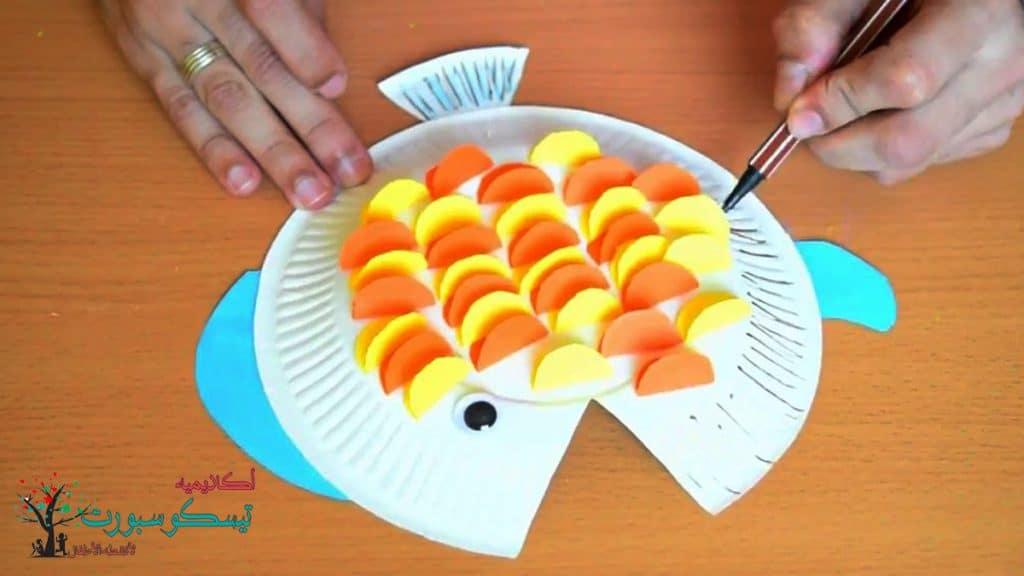 وسائل تعليمية بطبق الفوم لعمل سمكة ملونة