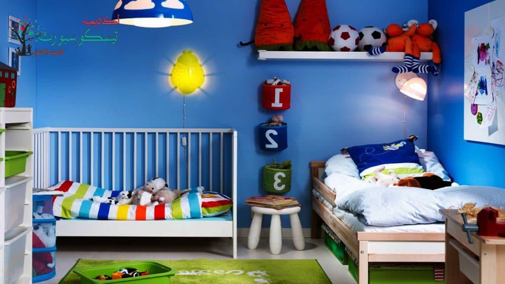 وضع اللوحات في غرفة الطفل
