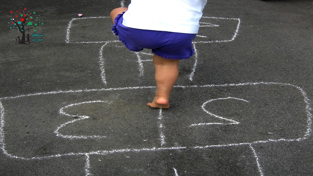لعبة الحجلة من مسابقات ترفيهية حركية للاطفال