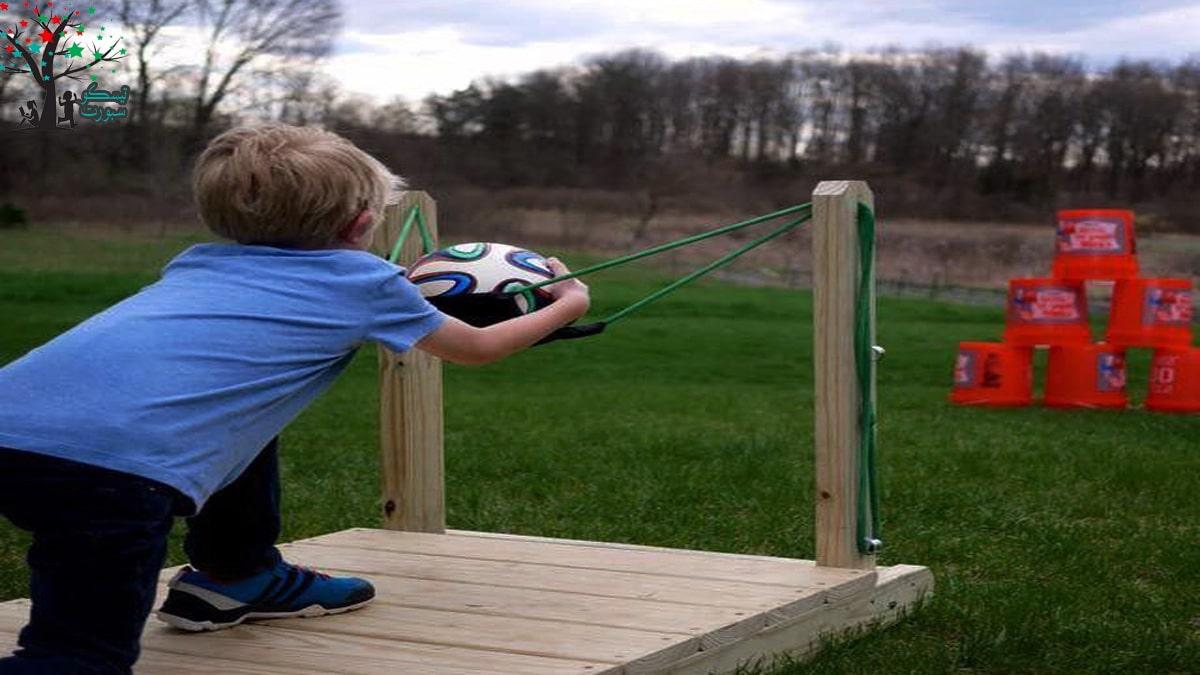 لعبة تصويب الكرة من مسابقات ترفيهية حركية للاطفال