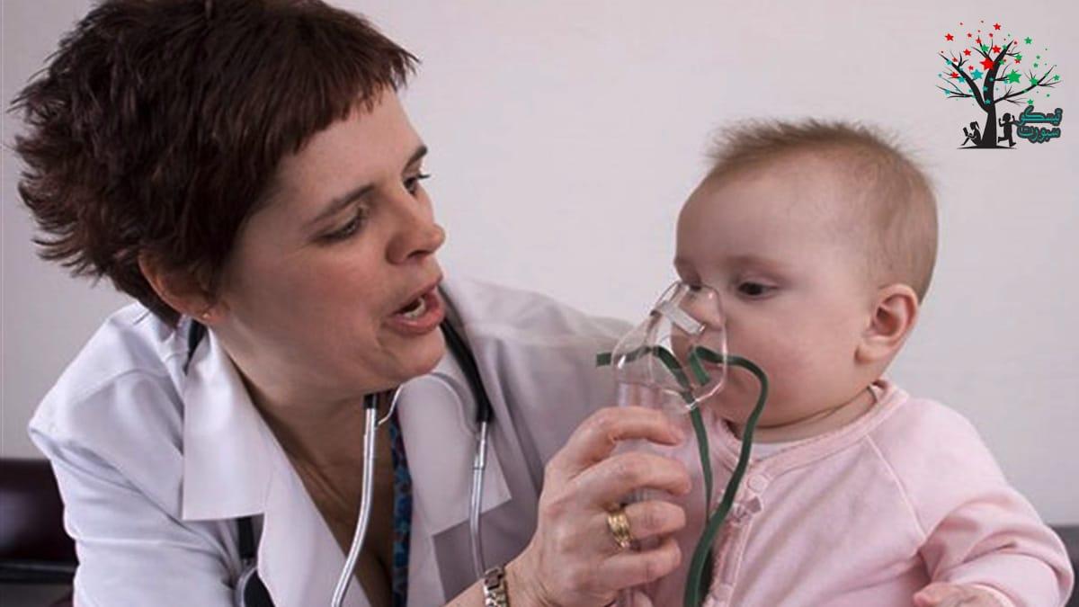 يعاني الطفل من صعوبة في التنفس